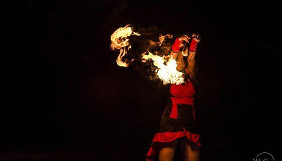 танци с огън за градски празник