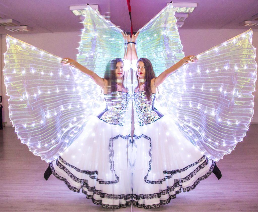 светещи бални рокли