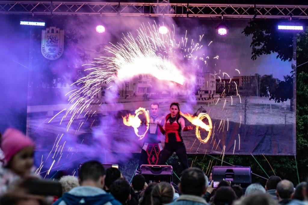 представление с огън за градски празник