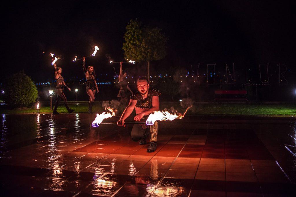 танци с огън