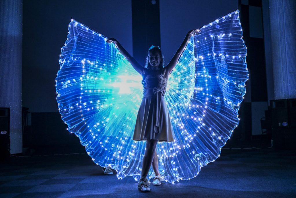 светещи крила шоу